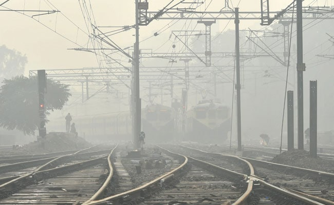 Foggy Start To New Year In Delhi; 400 Trains, 300 Flights Delayed
