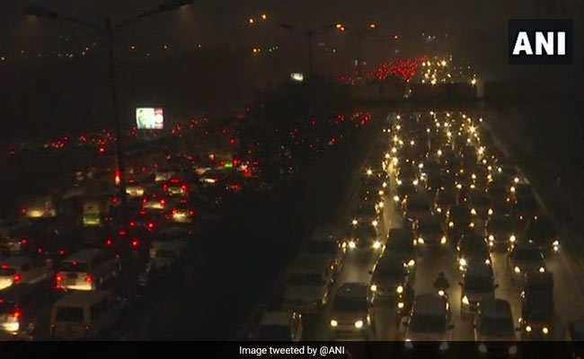 Huge Traffic Jam In Delhi As 2 Lakh Revellers Gather At India Gate