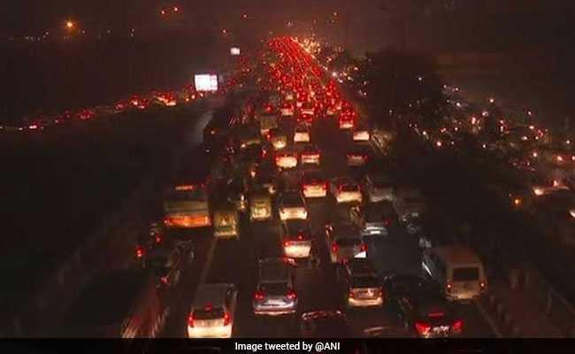नये साल के पहले ही दिन थमी दिल्ली की रफ्तार, इंडिया गेट समेत कई इलाकों में भयंकर जाम
