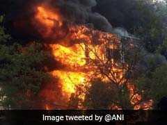 जयपुर के जवाहर सर्किल के पास रोज गार्डन में लगी भीषण आग, दमकल की गाड़ियां मौजूद