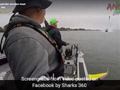 VIDEO: नांव में बैठकर मछली पकड़ रहे थे तभी तेज दौड़ती हुई आई बोट और...