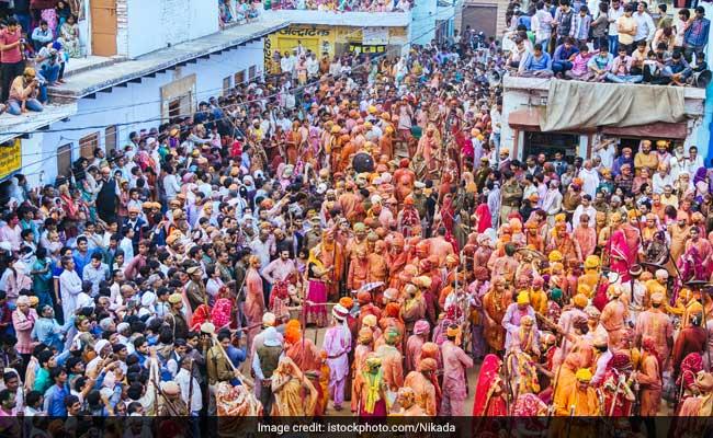 सबरीमाला मंदिर में उमड़ी भीड़, 'दर्शन' के लिए करना पड़ रहा है 8 घंटों का इंतजार