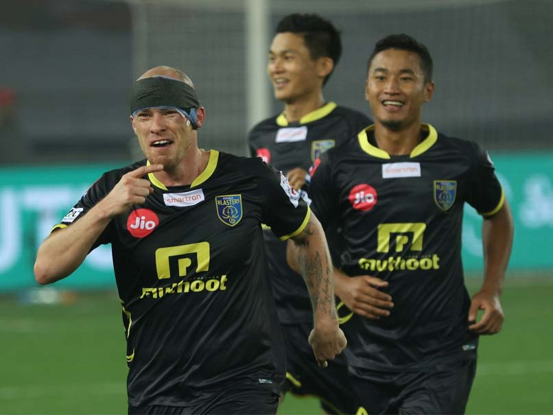 ISL: Kerala striker Hume's hat-trick overwhelms Delhi