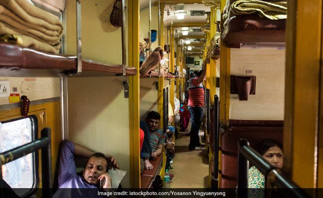रेलवे में सफर के दौरान लेते हैं कैटरिंग सर्विस से खाना, तो इस खबर को जरूर पढ़ें