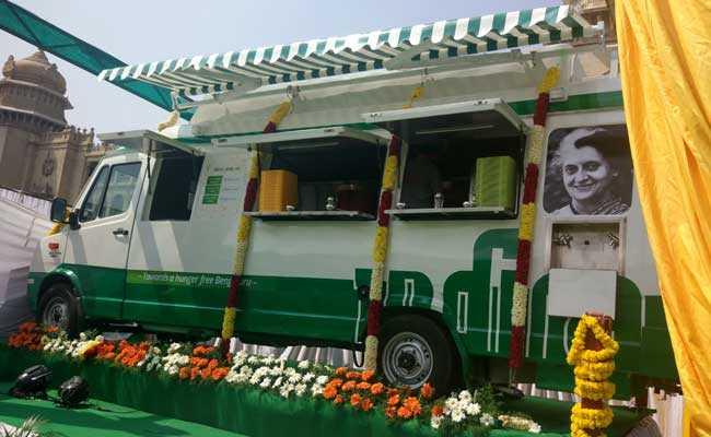 कर्नाटक : बेंगलुरु में 18 इंदिरा कैंटीन ऑन व्हील्स शुरू, पूर्व सैनिक करेंगे निगरानी