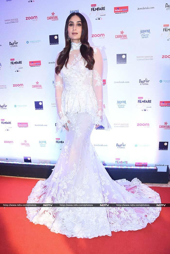 Kareena Kapoor's Stretch Mark Free Vogue Pic - Internet Suspects Photoshop