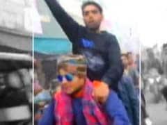 कासगंज हिंसा से जुड़ा अहम VIDEO मिला, युवाओं के हाथ में दिख रही गन और तलवारें
