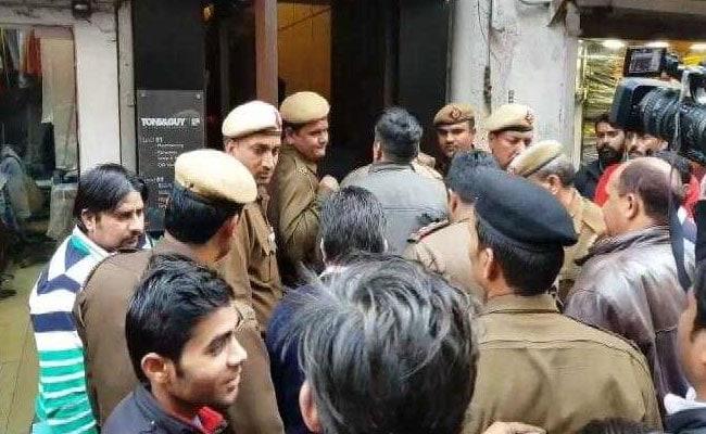 एनडीएमसी और दिल्ली पुलिस का 'डंडा', खान मार्केट की 8 दुकानें सील