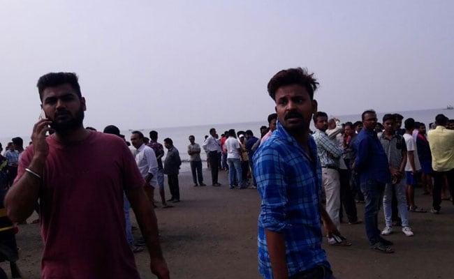 महाराष्ट्र: समुद्र में पलटी बच्चों से भरी नाव, 3 की मौत, 32 बच्चे थे सवार, बचाव अभियान जारी