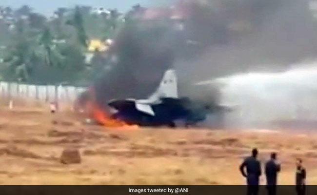भारतीय नौसेना का लड़ाकू जेट क्रैश, पायलट सुरक्षित, एयरपोर्ट बंद