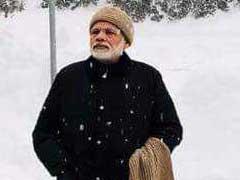 पीएम नरेंद्र मोदी ने दावोस में लिया बर्फबारी का मजा, ट्विटर ने यूं ली चुटकी