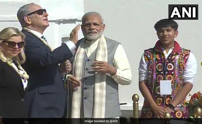 पीएम मोदी के साथ PM नेतन्याहू ने किया रोड शो, चलाया चरखा और उड़ाई पतंग, देखें 7 खास फोटो
