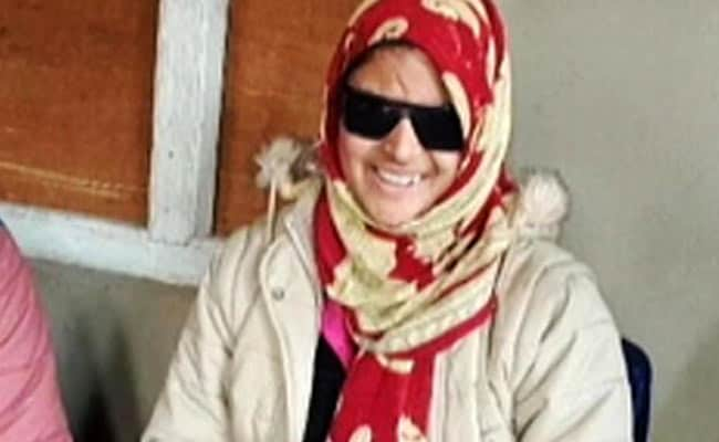 कश्मीर की इंशा ने फायरिंग में आंखें गंवाने के बाद भी जारी रखी अपनी जिद्द, आज बनी सभी के लिए मिसाल