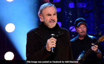 Neil Diamond Reveals He Has Parkinson's Disease, Will Retire