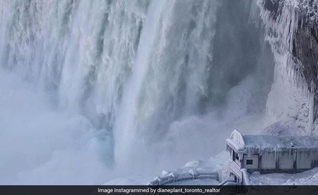 PHOTOS: बर्फ में जम गया नायग्रा फॉल्स, दिख रहा है बिलकुल स्वर्ग जैसा
