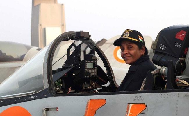 सुखोई-30 लड़ाकू विमान में उड़ान भरने वाली देश की पहली महिला रक्षा मंत्री होंगी निर्मला सीतारमण