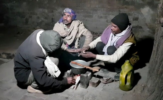 Homeless In UP Denied Night Shelters Without Aadhaar, 'What Do We Do?' They Ask