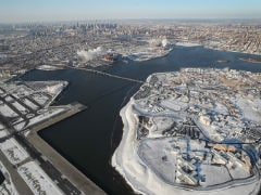 Arctic Blast Freezes US, Canada Amid New York Airport Chaos