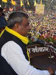 राज्यसभा चुनाव : बिगड़ सकता है बीजेपी का गणित, अब यूपी में इस सहयोगी पार्टी ने दिखाई आंखें