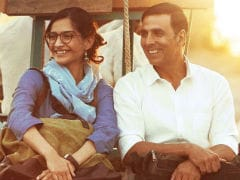 <I>PadMan</i> Thinks Sonam Kapoor Is From Paris Because...