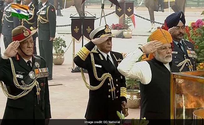 पीएम मोदी और केंद्रीय मंत्री अरुण जेटली ने राष्ट्र को 69वें गणतंत्र दिवस की शुभकामनाएं दीं, कहा यह...