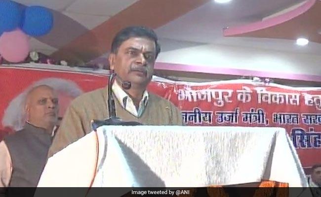 केंद्रीय मंत्री आरके सिंह का विवादित बयान, कहा - भ्रष्ट ठेकेदारों का गला काट देंगे