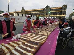 Thousands Of Mexicans Polish Off Massive King Cake