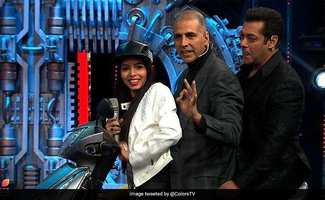 Bigg Boss 11 Finale: अक्षय कुमार ने कुछ ऐसे उड़ाया ढिंचैक पूजा का मजाक, हंस-हंस कर सलमान खान के निकले आंसू