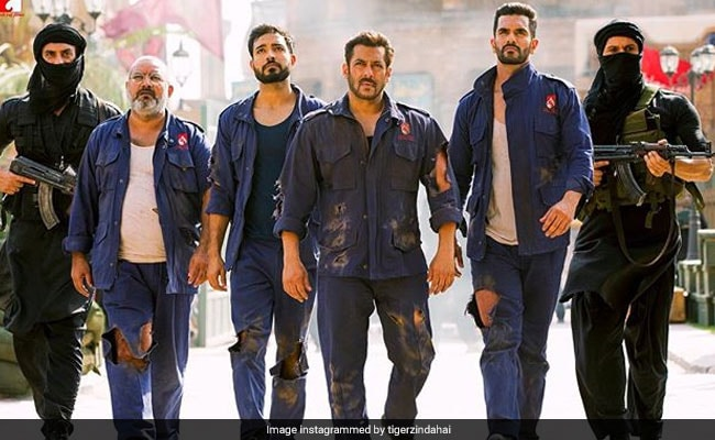 Tiger Zinda Hai Box Office Collection Day 21: सलमान खान की फिल्म ने कमाए 318 करोड़, तोड़ेगी Bajrangi Bhaijaan का रिकॉर्ड