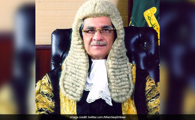 CJP Saqib Nisar apologizes over 'skirt' remarks