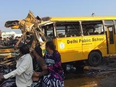इंदौर में DPS स्कूल बस और ट्रक की भीषण टक्कर, 4 स्कूली बच्चे समेत 6 की मौत