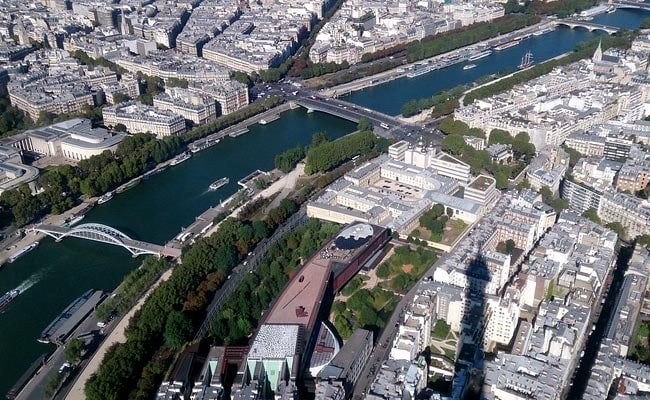 Paris Braces For Floods As Swollen Seine Inches Higher