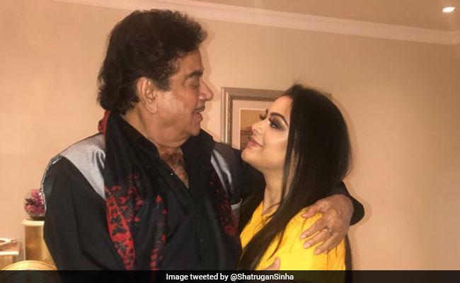 Trending: Shatrughan Sinha Meets Sanjay Dutt's Daughter Trishala In Dubai. See Pics