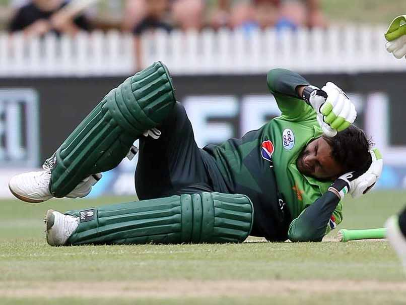 Concussion rules Pakistan's Shoaib out of NZ T20s
