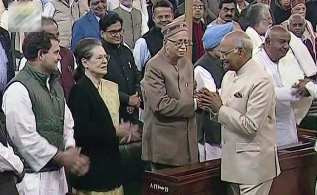 संसद के संयुक्त सत्र के 10 नजारे : कांग्रेस को नहीं पसंद आया राष्ट्रपति का अभिभाषण, सोनिया गांधी ने मेज थपथपकार किया स्वागत