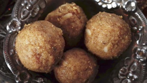 sonth aur methi ladoo