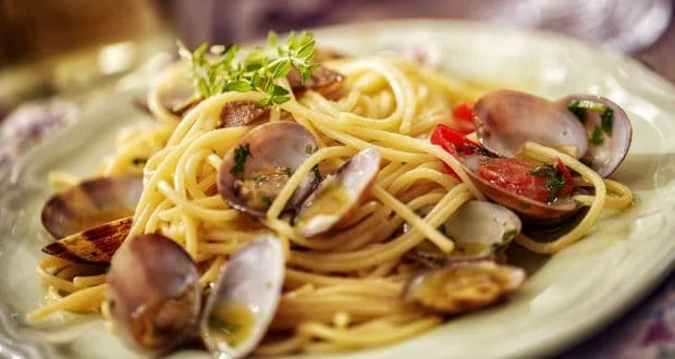 Spaghetti with Clams & Crispy Bread Crumbs