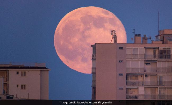 31 जनवरी की रात को आएगा Super Blue Blood Moon, जानिए भारत में कहां आएगा नजर