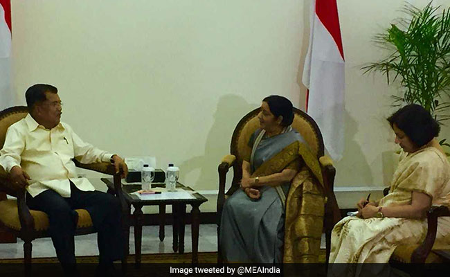 External Affairs Minister Sushma Swaraj meets ASEAN General Secretary in Indonesia