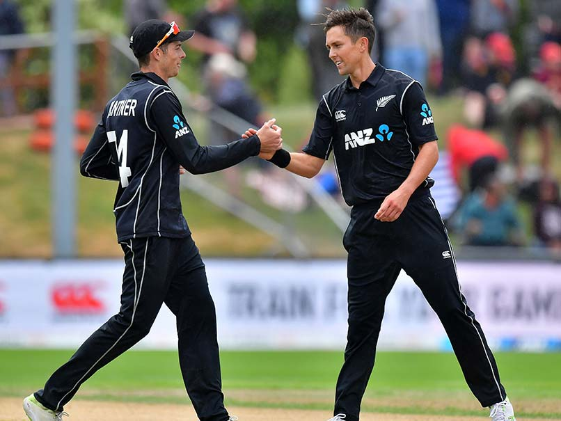 New Zealand wins toss, bats in 3rd ODI vs