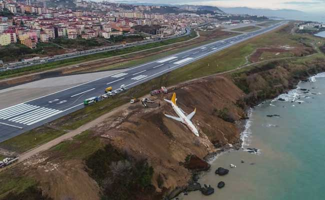 Video: Plane skids off Turkish runway, passengers unhurt