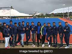 India Under-19 Cricket Coach Rahul Dravid, Team Encourage Hockey Squad In New Zealand