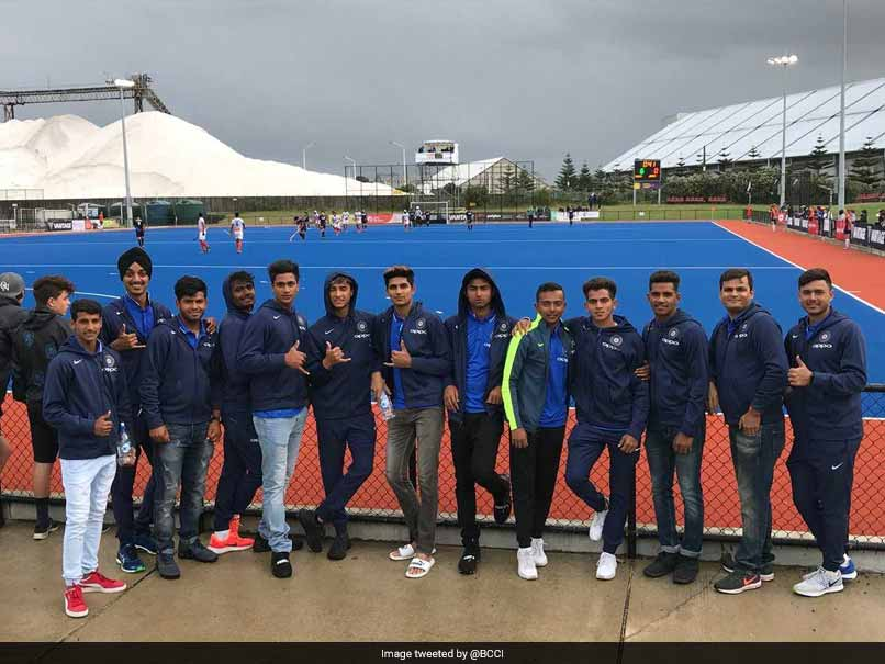 India Under-19 Cricket Coach Rahul Dravid, Team Encourage Hockey Squad In New Zealand