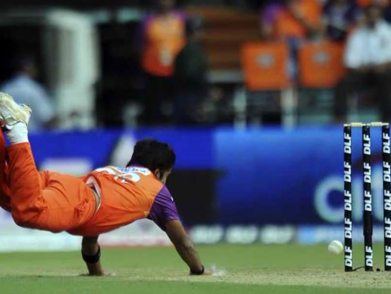 Syed Mushtaq Ali Trophy: Vinay Kumar Turns Jonty Rhodes In Karnataka vs Punjab Match, Tweets Video