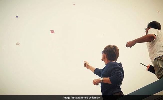 'जीरो' के सेट पर शाहरुख खान ने मनाई मकर संक्रांति, नहीं भूले पतंग उड़ाना