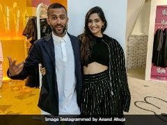 Sonam Kapoor And Anand Ahuja Enjoy A Walk By The Beach