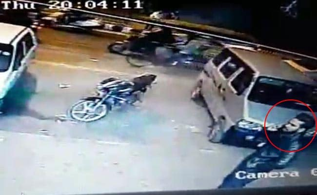 Before Photographer's Murder On Delhi Road, His Last Moments On CCTV