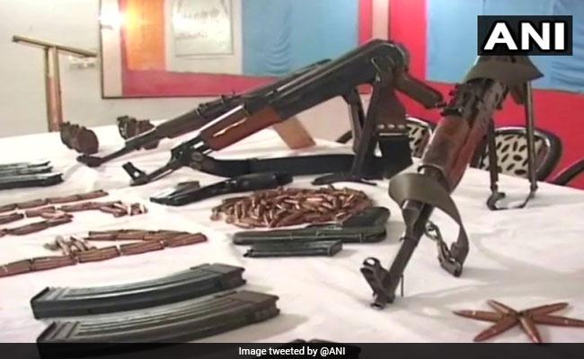 दिल्ली पुलिस ने हथियारों का बड़ा जखीरा बरामद किया, दो गिरफ्तार