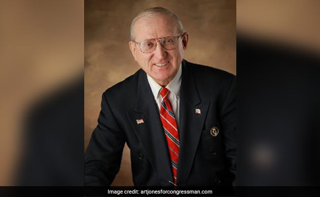 Holocaust-denying white supremacist set to claim GOP nomination for US Congress