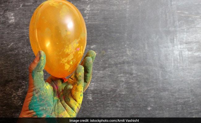 होली के समय डीयू की छात्राओं पर गुब्बारे में सीमन फेंकने के मामले में नया खुलासा